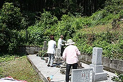 お墓掃除2