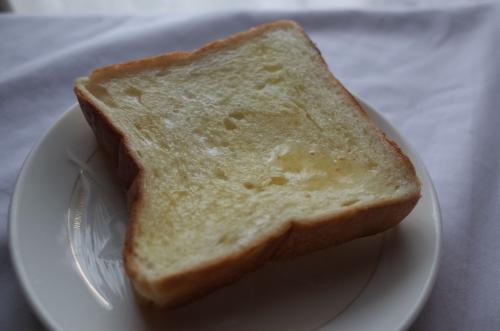 トーストしてバター塗ってみました