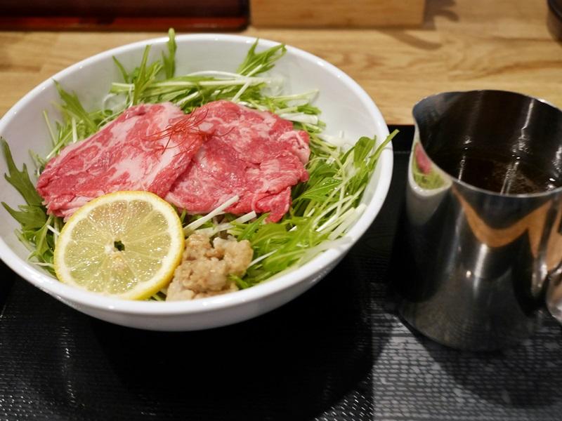 牛麺肉盛り