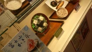 大戸屋手造り豆腐とじゃこのサラダ3