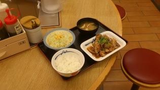 松屋、ガーリックチキン定食4