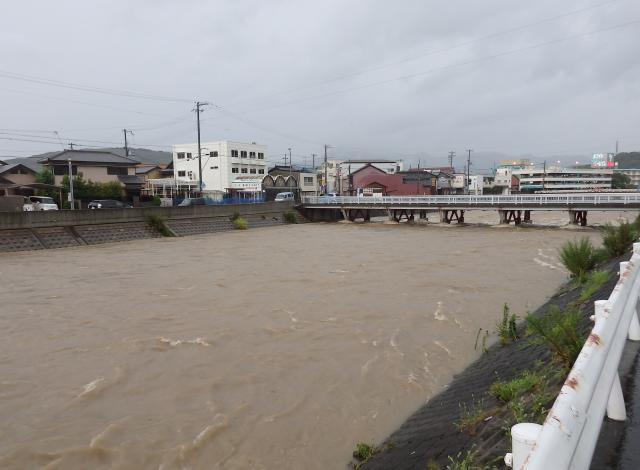 増水する洲本市物部川