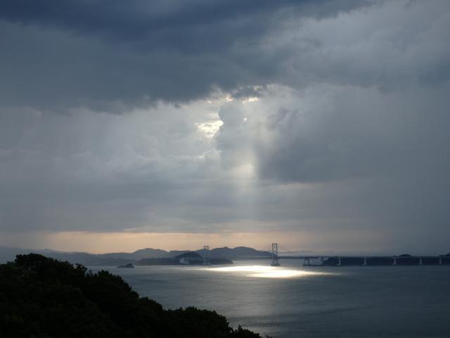 鳴門海峡にチンダル現象が発生した