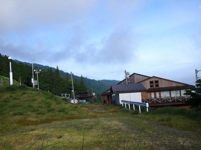朝の剣山スキー場