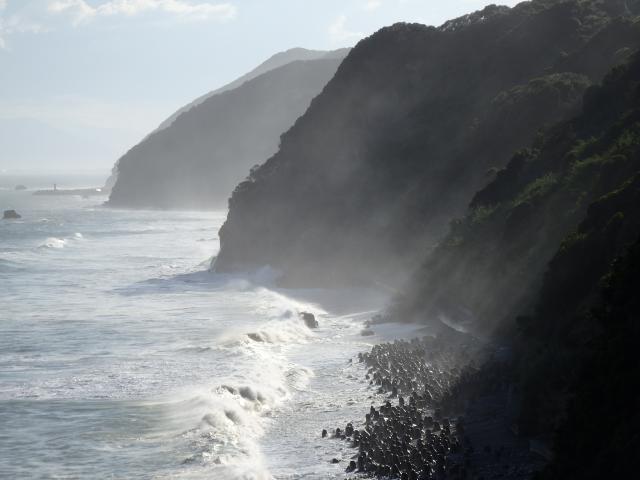 海岸は潮煙でもうもう