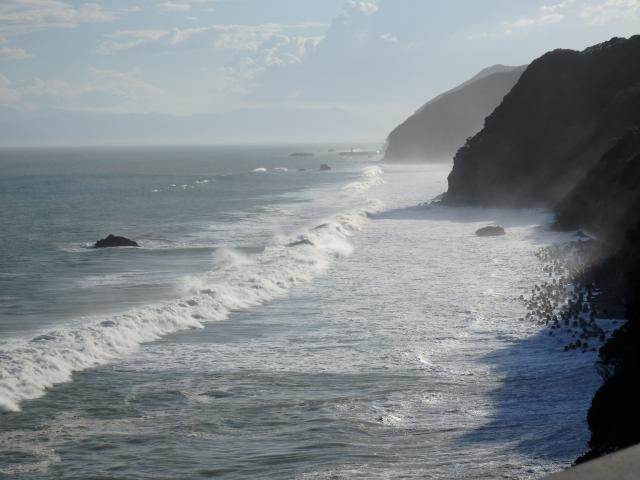 淡路島南部海岸に押し寄せるうねり
