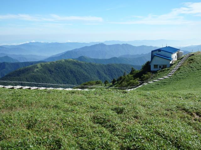 高越山と遥雲荘