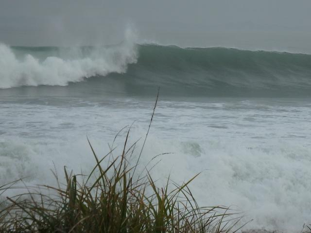 昨日より波が大きい
