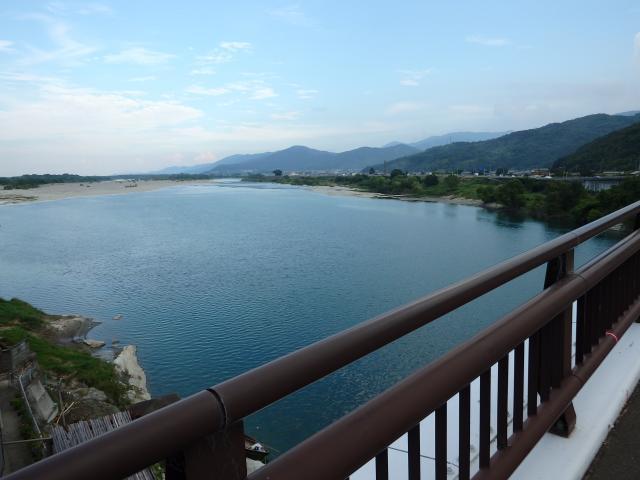 岩津橋から吉野川下流を見る