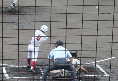 P7144491ルーテル1回表1死三塁から3番が右翼線三塁打を放ち1点先制