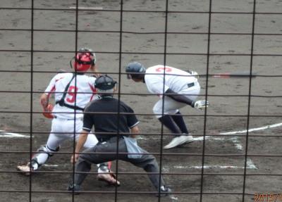 P7210221金た郎2回裏1死三塁から7番が辛うじて当てたボールが運よくセンター前に転がり三走生環