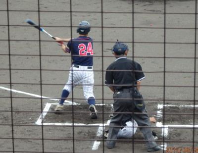 P8200348brコスギ2回裏2番がこの回4点目となる右越え三塁打を放つ
