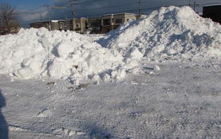 日に日に高くなる雪山