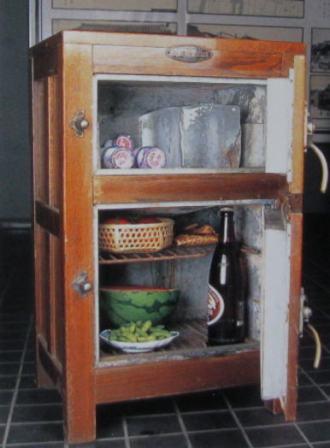 昔の冷蔵庫