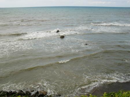 海は荒れとる