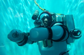 dnews-files-2013-08-Exosuit-Deep-Sea-Dive-670-jpg.jpg