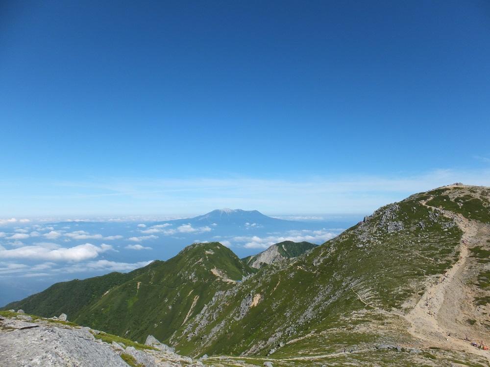 中岳から望む御嶽山