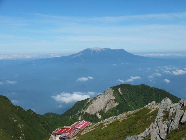 山頂木曽小屋と御嶽山