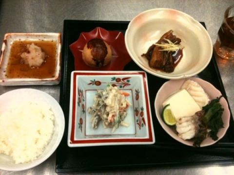 2012年11月6日 豚の角煮、鯛の酒蒸し、五目白和え、栗まんじゅう
