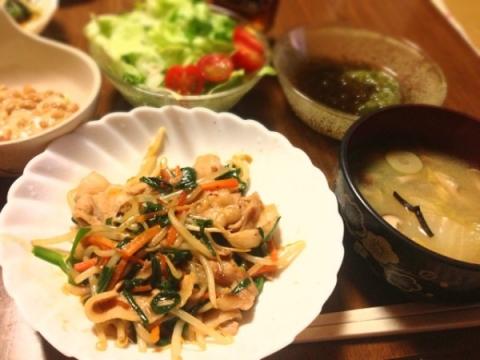 2013.3.13 麻婆もやし、キノコと白菜の味噌汁、野菜サラダ、もずくとめかぶ、納豆