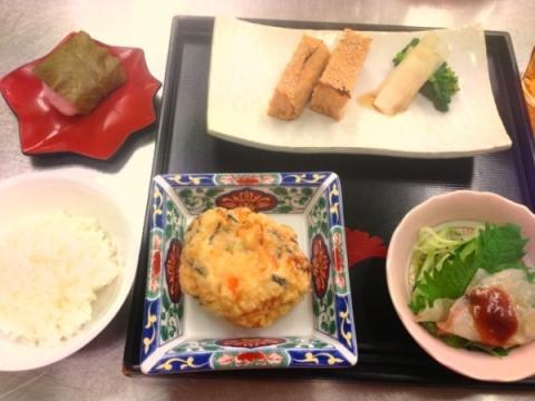 2013年3月26日 飛龍頭、白身魚の昆布締め、鶏の松風焼き、桜餅