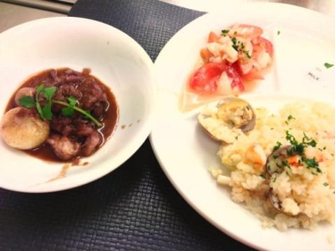 2013年4月23日 コック・オ・ヴァン、シーフードピラフ、トマトと玉ねぎのサラダ、フルーツケーキ