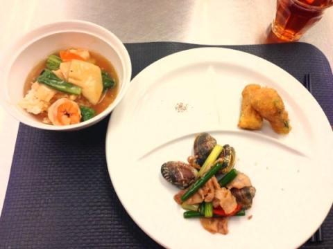 2013年8月27日 豚肉とあさりのニンニク風味炒め、ズッキーニの鶏はさみ揚げ、おこげの五目あんかけ