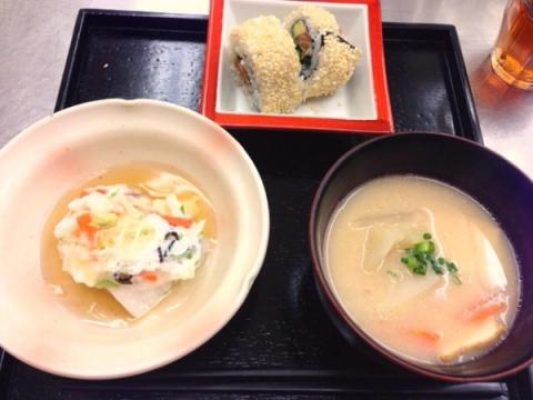 2013年11月12日 粕汁、白身魚のかぶら蒸し、アボカドとサーモンの巻き寿司