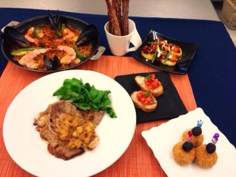 2014年1月12日 アップルポーク、パンコントマテ、生ハムのコロッケ、タコのガリシア風サラダ、パスタパエリア、チェロス