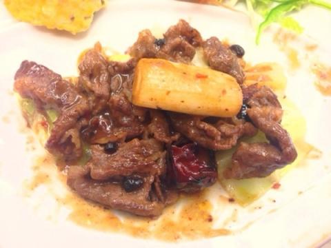 2014年2月16日 牛肉と朝天唐辛子の煮込み