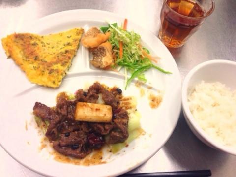 2014年2月16日 牛肉と朝天唐辛子の煮込み、桜鯛の姿揚げ、高菜の玉子焼き