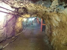 松代象山地下壕の見学コースは片道519mらしく、1キロの冷たい空気に触れられ嬉しく感じた