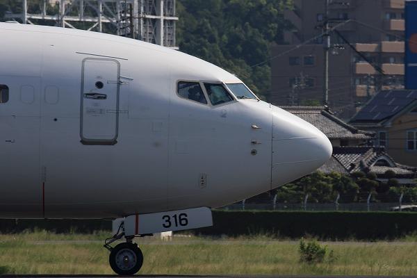 JL B737-846 JA316J RJOM 04