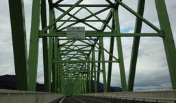 大島大橋を渡り