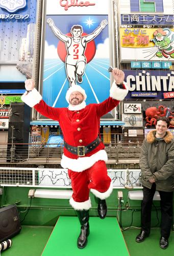 元阪神 ランディ・バースさん、道頓堀でクリスマスイベントに参加「来年こそ阪神が日本一になってほしい」1