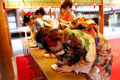 乃木坂46「自称・花の94年組」が乃木神社で成人式。5