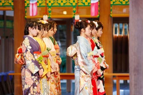 乃木坂46「自称・花の94年組」が乃木神社で成人式。3