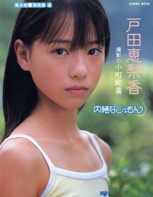 戸田恵梨香、14歳セーラー服姿の写真公開!「可愛すぎてびっくり」1