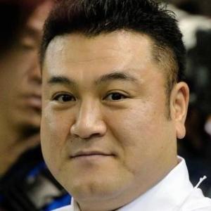 アンタッチャブル・山崎弘也が、9年間交際していた一般女性と結婚