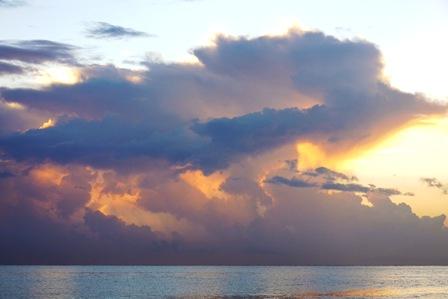 ダイナミック雲 7月27日19時28分 P1050636