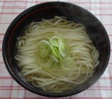 白だしで、温かな麺にしました。