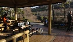 鏡山公園~東屋にて20141225