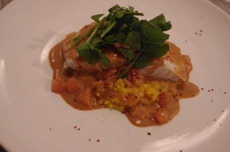 白身魚の蒸し焼き 甘エビソース サフランのリゾット