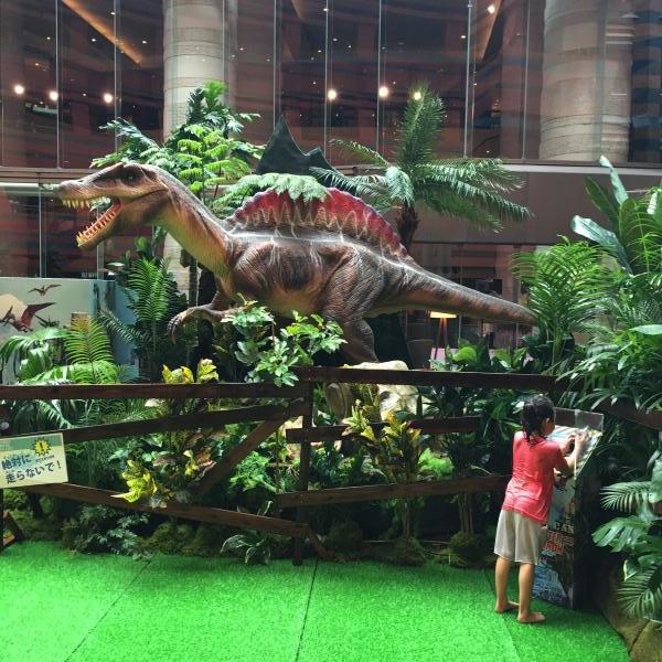 こちらも最大クラスの肉食恐竜「スピノサウルス」。