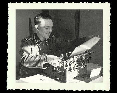 Waffen-Oberscharführer der SS