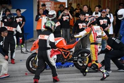 RC8R 2015鈴鹿8H耐久 3スティント目 (3)