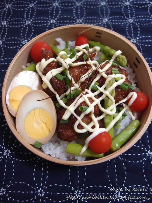 甘辛鶏マヨ丼で男子学生弁当