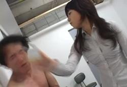 【M男】ブチ切れOL 暴行&小便ぶっかけ!