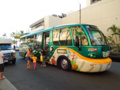 ハワイ2014.9JTBクジラ型バス