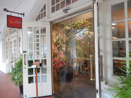 シンガポール2014.11ラッフルズホテル・パイナップルケーキ